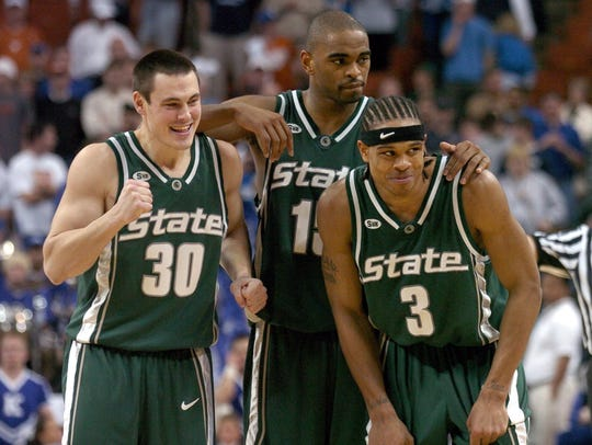 Tim Bograkos (30), Alan Anderson and Shannon Brown