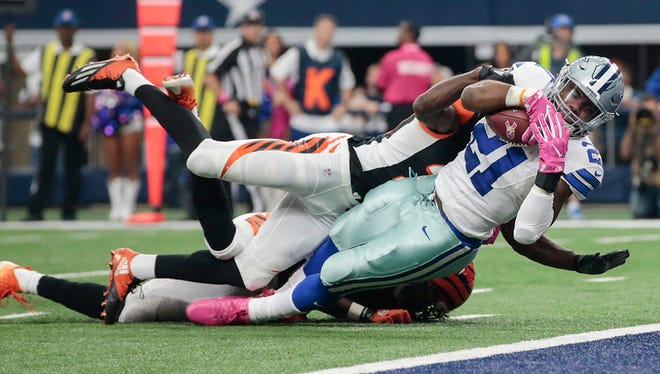 Dallas Cowboys running back Ezekiel Elliott (21) scores a touchdown in the first quarter during the NFL football game between the Cincinnati Bengals and the Dallas Cowboys, Sunday, Oct. 9, 2016, at AT&T Stadium in Arlington, Texas.
