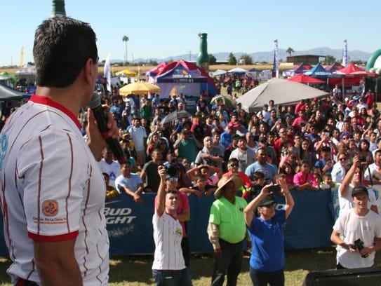 El Piolin ayudo a inaugurar la Copa Food City en Phoenix.
