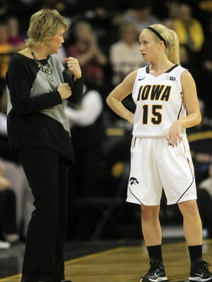 Iowa head coach Lisa Bluder talks to Whitney Jennings during their game against Ohio State at Carver-Hawkeye Arena on Thursday, Feb. 5, 2015.