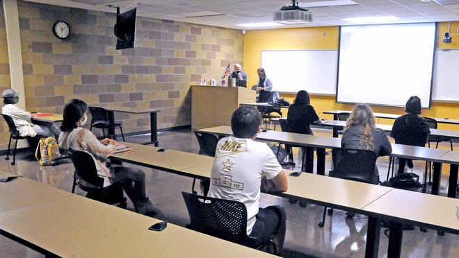 An introduction to communications class taught by Dr. Heather Howley at Wayne College is social distancing.