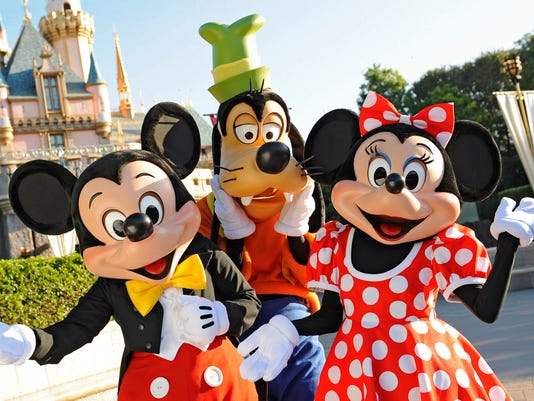 636737436881535201-27-Disneyland.jpg