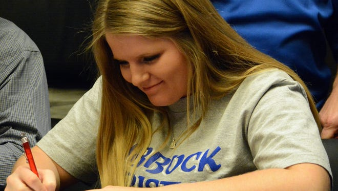 Carlsbad girls golf senior Peyton Oliver signed her National Letter of Intent Tuesday to continue her career at Lubbock Christian University.