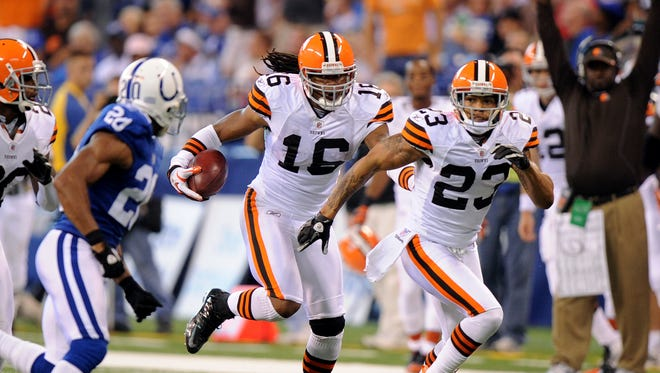 The Colts have signed kick returned Josh Cribbs, shown here returning a punt against the Colts in 2010.