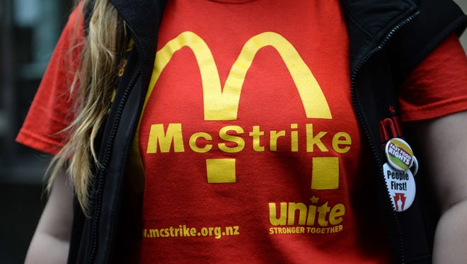 Fast-food workers take part in a protest to demand an increase of the fast-food workers' minimum wage in New York, May 15, 2014.