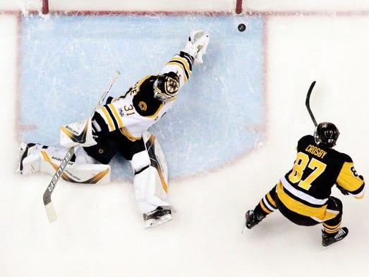 Jan. 22: Penguins center Sidney Crosby (87) scores