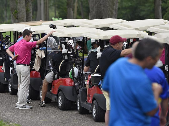 Golfers line up to start the Tom Bearson Foundation