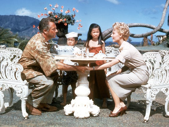 Rossano Brazzi and Mitzi Gaynor get close in 'South Pacific.'