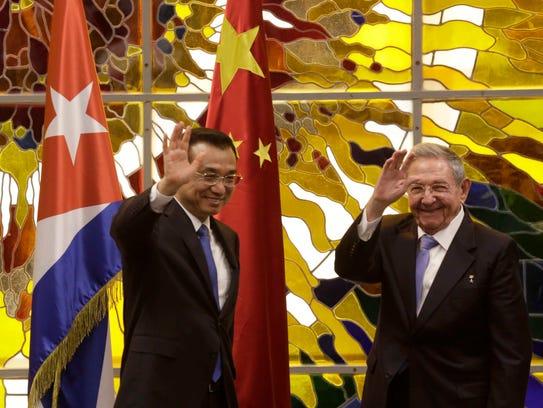 Chinese Premier Li Keqiang (left) and Cuban President