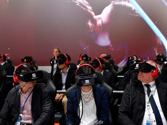 Visitor use VR goggles to see a presentation of Seat