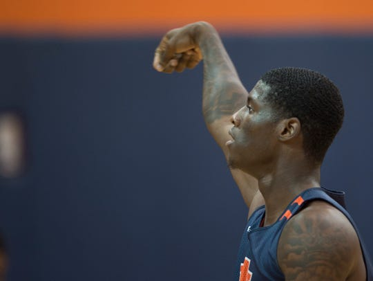 Auburn's Danjel Purifoy (50) shoots during the first