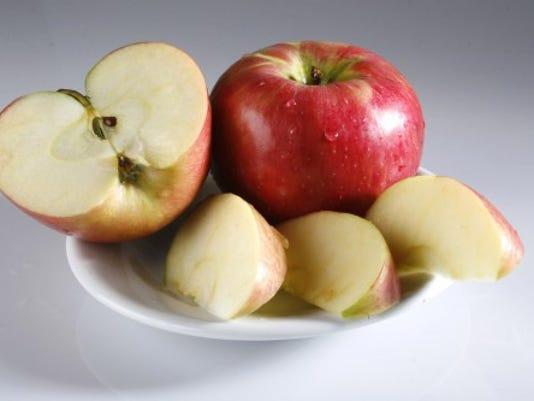 Honeycrisp apples are one of my favorite healthy to-go snacks. (AP Photo/Kalamazoo Gazette, Jill McLane Baker)