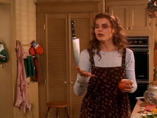 """Geena Davis says goodbye to her holiday domestic routine in the """"Long Kiss Good Night."""""""