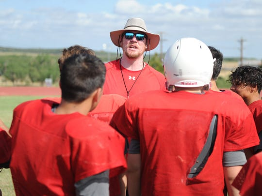 Sweetwater offensive coordinator Blake Spears talks to players after practice Friday, Aug. 11, 2017.