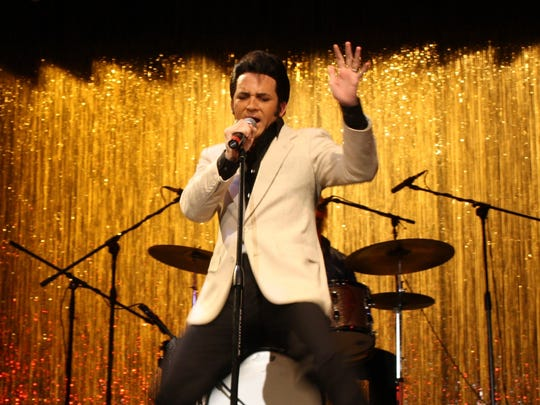Celebrated tribute artist Dwight Icenhower will perform Sunday at Broadway Palm Dinner Theater.