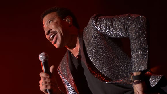 Lionel Richie performs at the 2nd Annual Diamond Ball.
