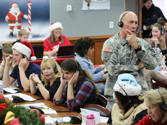 AP NORAD TRACKS SANTA A FILE USA CO