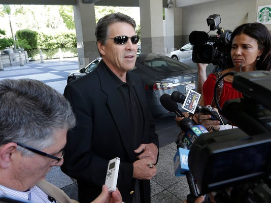 Grand jury indicts Texas Gov. Rick Perry