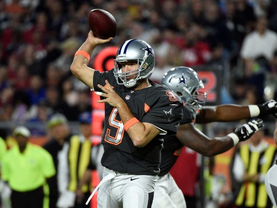 Team Irvin quarterback Tony Romo of the Dallas Cowboys (9) throws a pass in the 2015 Pro Bowl at University of Phoenix Stadium.