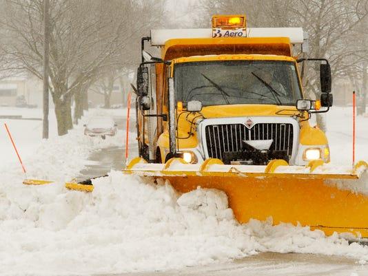 635509874669476762-Snowplow-Snowstorm