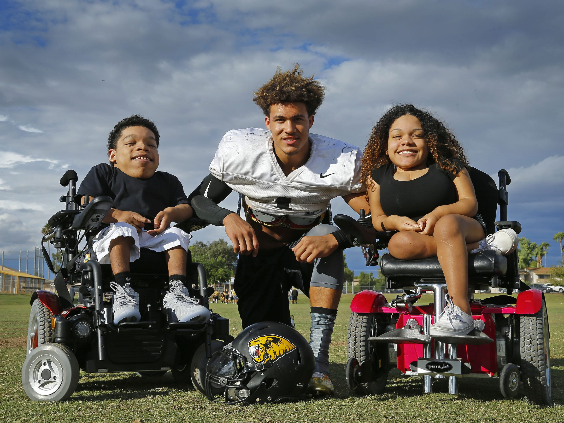 Saguaro High football player Byron Murphy (17) with his biggest fans, his 2 cousins, Justin and Kianna White, on Wednesday, Oct. 21, 2015 in Scottsdale, Ariz.