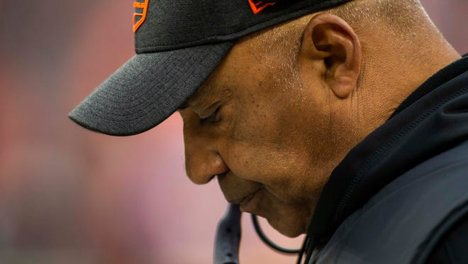 Dec 23, 2018; Cleveland, OH, USA; Cincinnati Bengals head coach Marvin Lewis looks down during the fourth quarter against the Cleveland Browns at FirstEnergy Stadium. Mandatory Credit: Scott R. Galvin-USA TODAY Sports