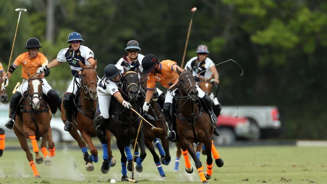 Mariano Obregon is hooking Francisco Elizalde during Sunday's Gauntlet Series of Polo USPA Gold Cup.