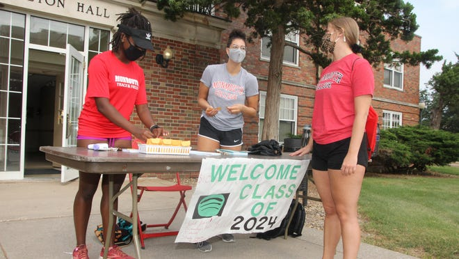 Student check into Monmouth College for the 2020-21 school year.
