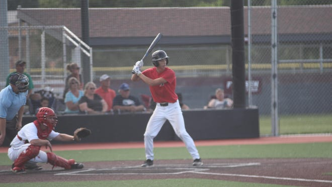 The Newton Senior Knights finished weekend play 2-2, picking up two victories Friday and dropping a pair of Saturday contests.
