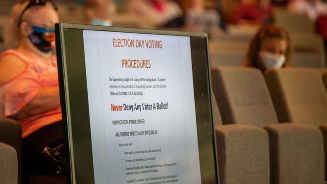 A display shows Election Day procedures during a training session for poll workers Thursday afternoon at Fellowship Bible Church, 6800 S.W. 10th Ave.