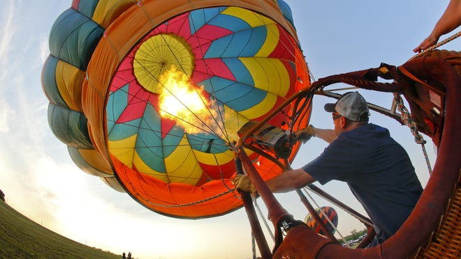 Tony Goodnow fills his hot air balloon with hot air in preparation for Huff 'n Puff's media flight in 2019.