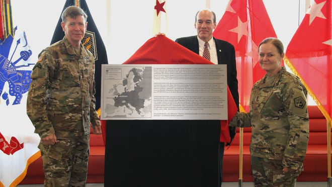 Lt. Gen. Stephen G. Fogarty, commander of U.S. Army Cyber Command (left), ARCYBER deputy to the commanding general Ron Pontius (center), and ARCYBER senior enlisted leader Command Sgt. Maj. Sheryl D. Lyon unveil a plaque dedicating Fortitude Hall, the command brand-new headquarters at Fort Gordon, Ga., on Sept. 3, 2020.