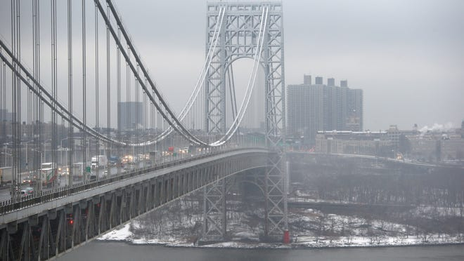 Traffic moves over the Hudson River and across the George Washington Bridge between New York City and Fort Lee in this December 2013 photo. A new report suggests closings of bridge access lanes was politically motivated. (file photo)