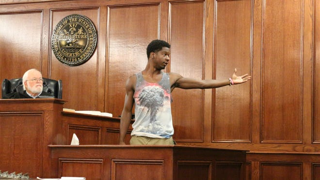 Ravon Baxter demonstrates how Quentin Hunter allegedly beckoned for Joshua Aretz, who shot Adam Marquez.