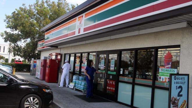 The 7-Eleven at Viscaya and Del Prado is particularly busy at noon, when people come by to pick up a quick lunch.