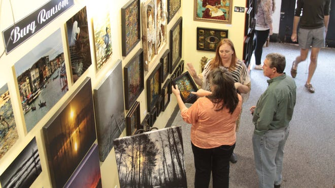 Art and music enthusiasts enjoy a Downtown Gallery Crawl and Downtown River Jam.