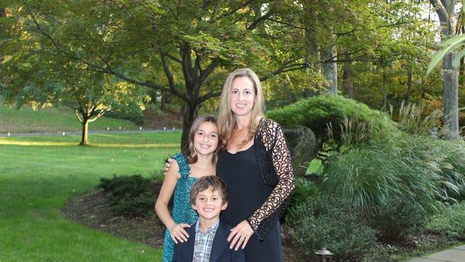 Donna Kassman with her children, Samantha Schwartz and Mark Schwartz.
