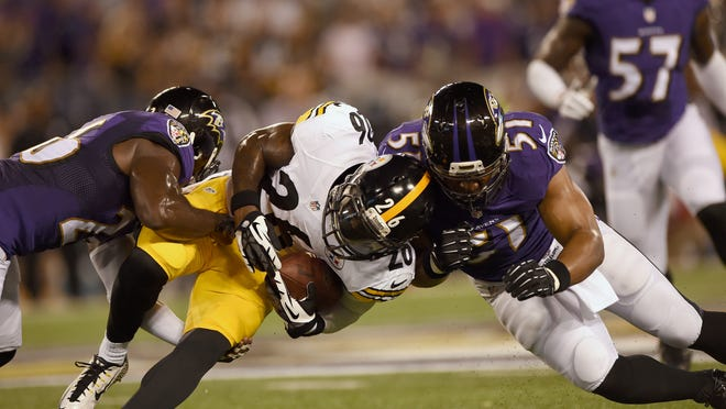 Steelers running back Le'Veon Bell is pressured by Ravens inside linebacker Daryl Smith at M&T Bank Stadium on Thursday in Baltimore.