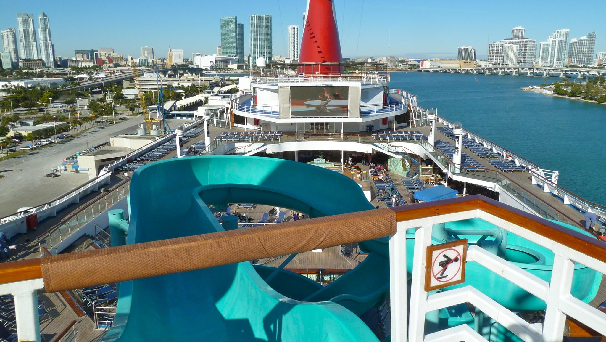 Accessed via Deck 14, the 214-foot-long Twister Water Slide tops the ship with a vertiginous series of loops down to the main pool area.