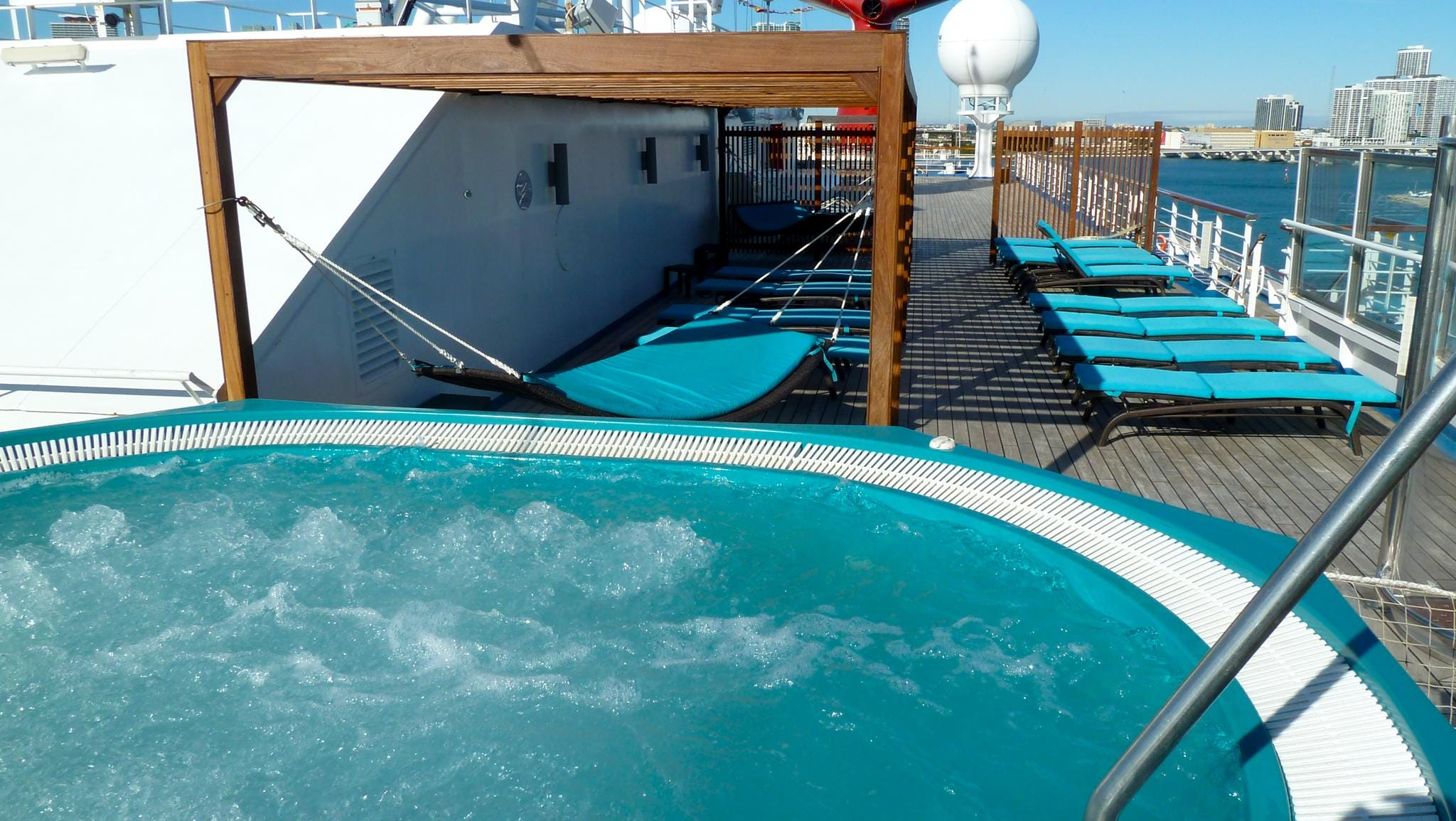 Deck 14 is also home to the top level of the adults-only Serenity area, which features cushioned loungers and hammocks as well as a pair of large Jacuzzis.