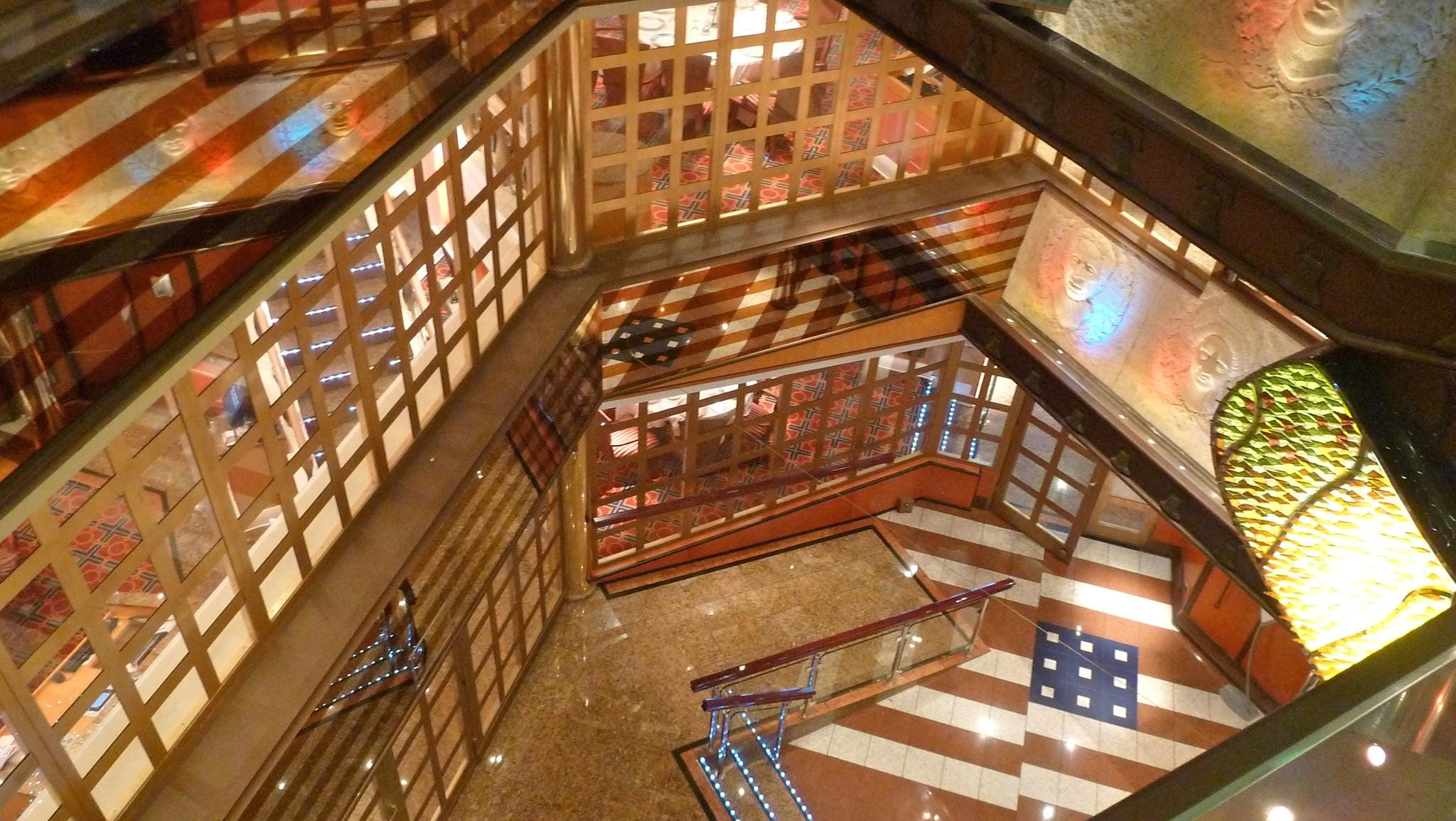 The Glory Atrium is located near the aft stairtower and spans down from Deck 5 to Deck 3. Bas-reliefs of American heroes line its flanks, bathed in red, white and blue lighting.