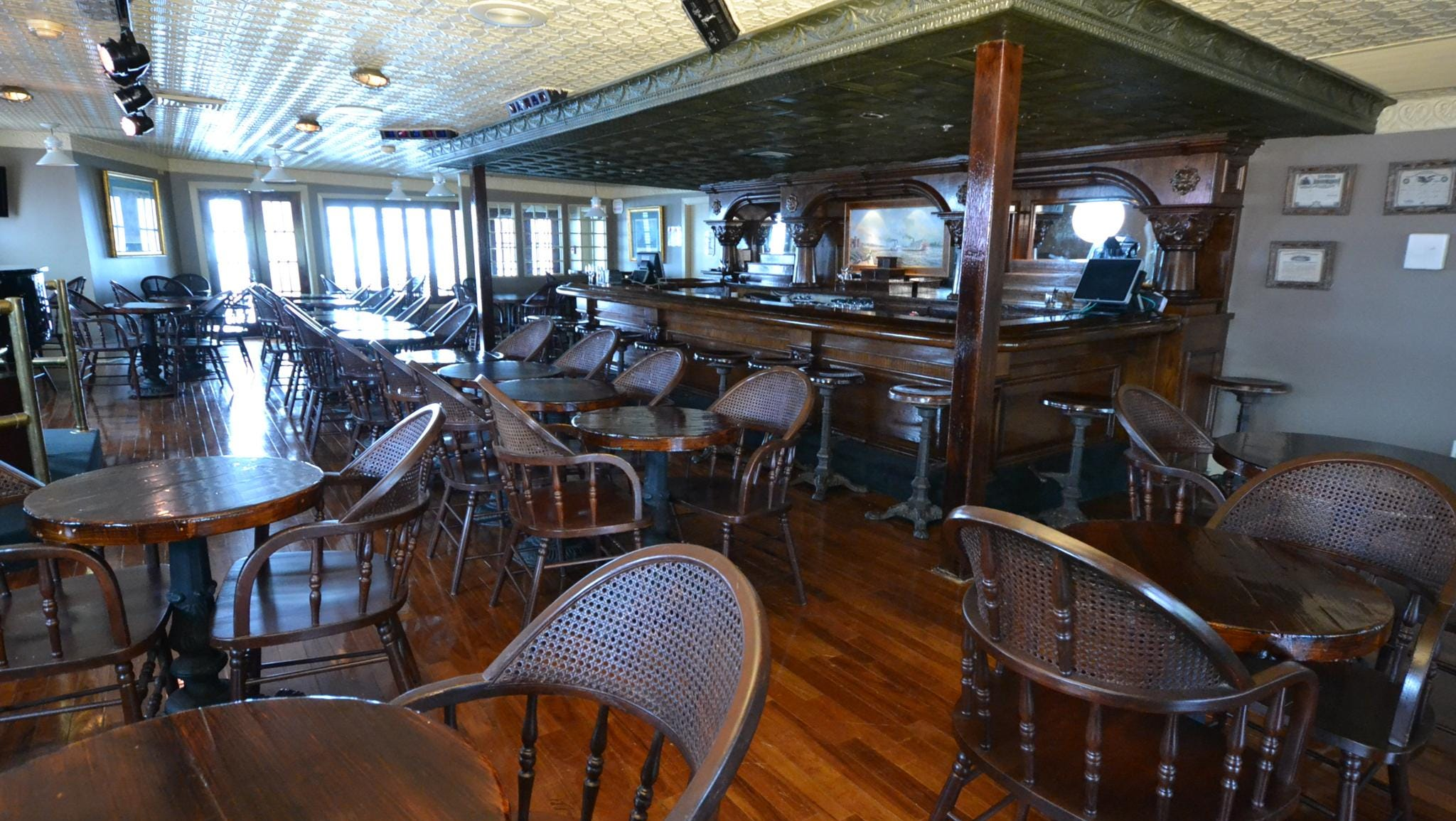 Located at the back of the American Queen, over the engine room, is the Engine Room Bar.