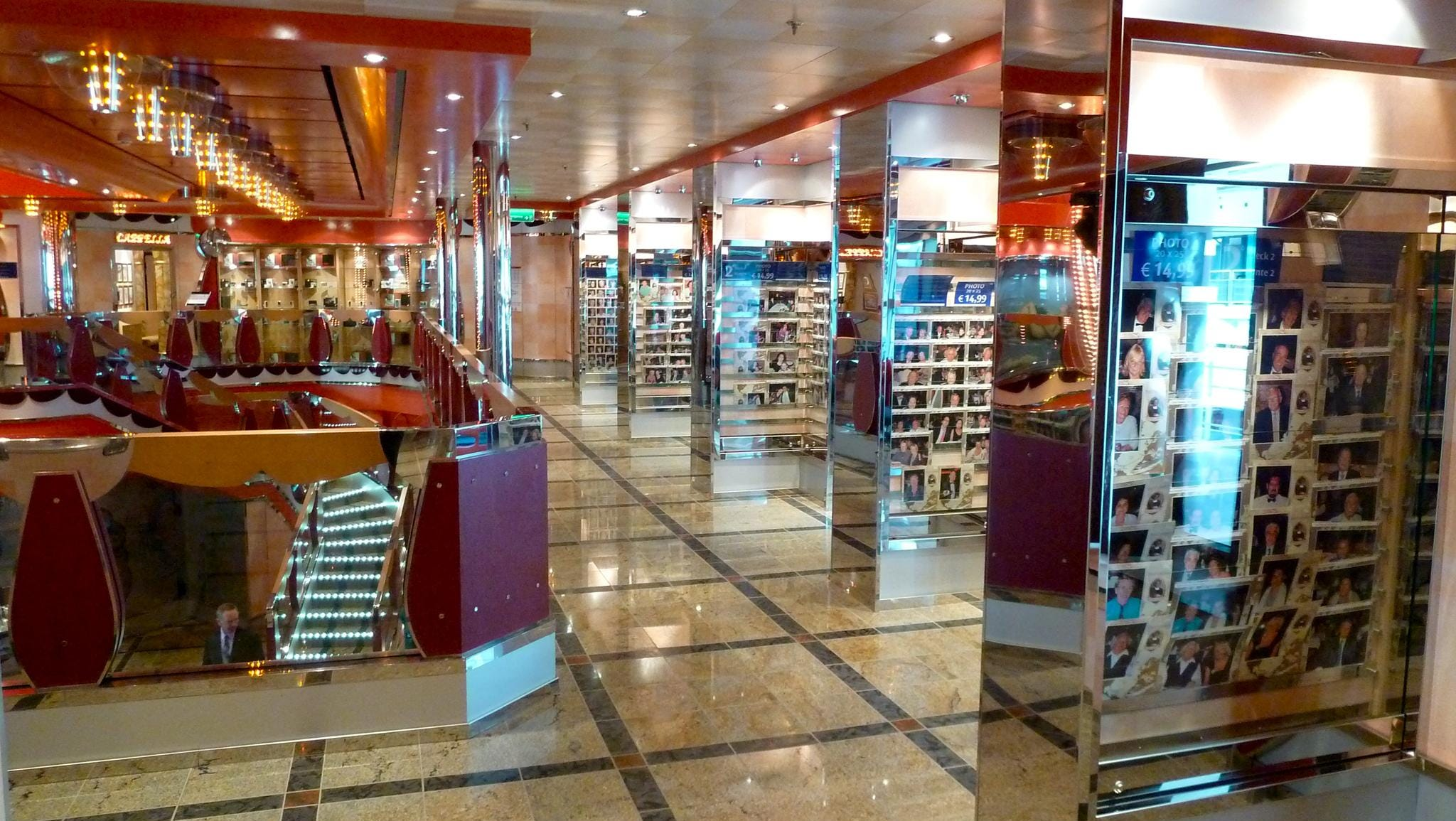 Photo Galleries flank either side of the Azalea Deck-level of the Atrio delle Delizie.