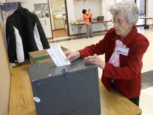 -GPGBrd_11-14-2012_Reporter_1_A001~~2012~11~12~IMG_voting-absentee_0634_1_1_.jpg