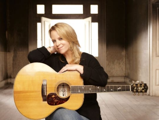 Mary Chapin Carpenter will mix folk, country and pop