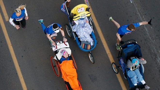 Runners start the P.F. Chang's Rock 'n' Roll Arizona 1/2 Marathon in Tempe Sunday January 18, 2015.