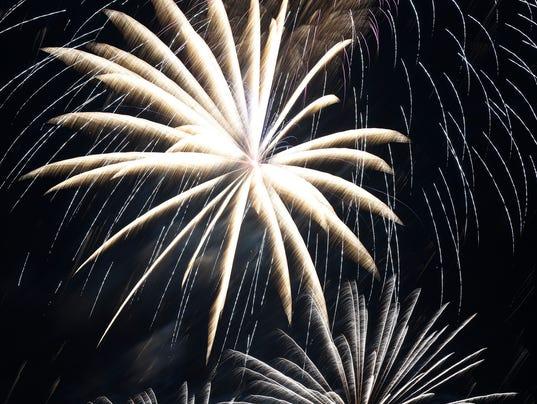 635716522271413638-Fireworks-web-5