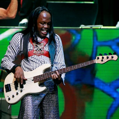 Chicago and Earth, Wind & Fire perform together during