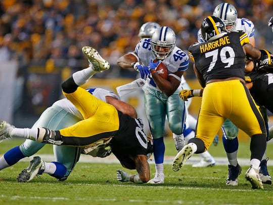 PITTSBURGH, PA - NOVEMBER 13:  Alfred Morris #46 of the Dallas Cowboys rushes against the Pittsburgh Steelers in the second quarter during the game at Heinz Field on November 13, 2016 in Pittsburgh, Pennsylvania. (Photo by Justin K. Aller/Getty Images)