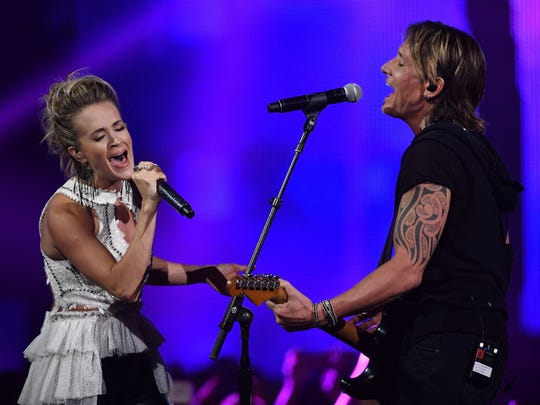 Carrie Underwood and Keith Urban perform their duet,